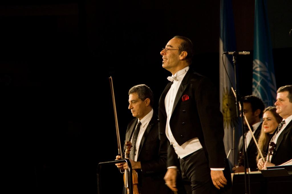 Le Chef d'Orchestre Nader Abbassi. Photo: © Mélina Huet